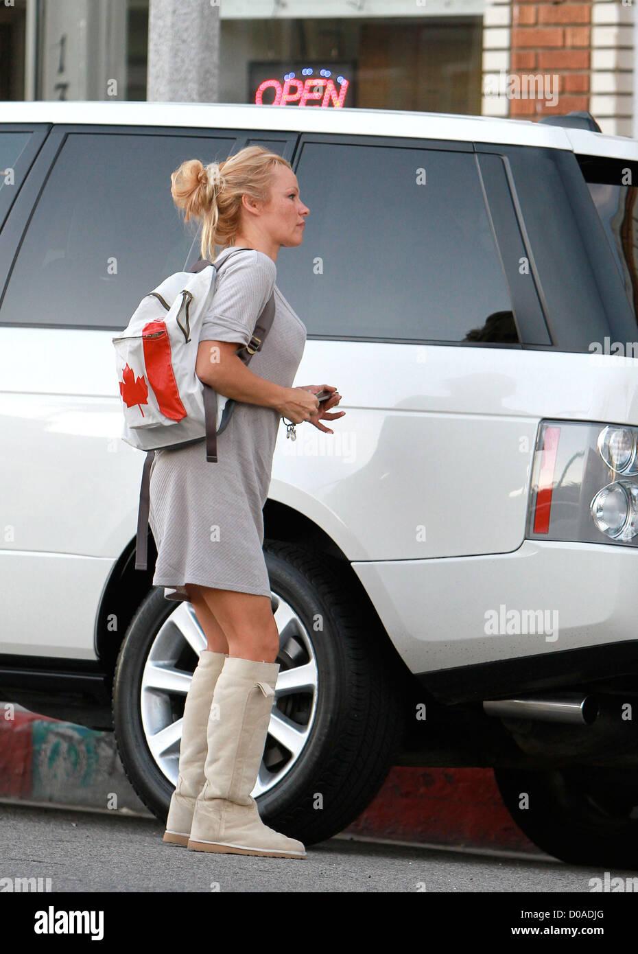 Pamela Anderson shopping pour les oreillers à Venise avec
