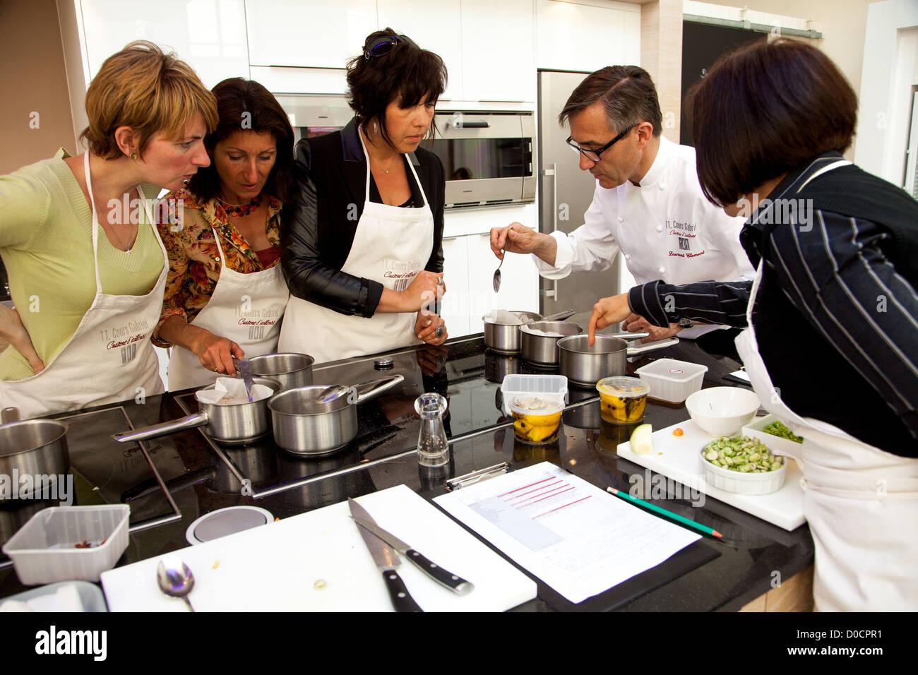 Laurent Clement Chef Donnant Une Classe A L Atelier De Cuisine 11