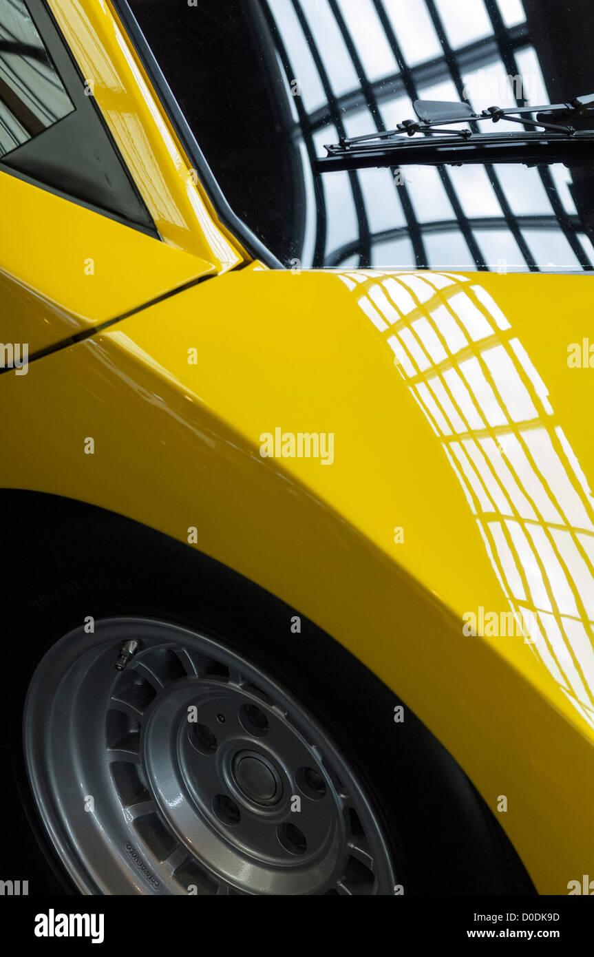 Lamborghini Countach Jaune Banque D Images Photo Stock 51931641