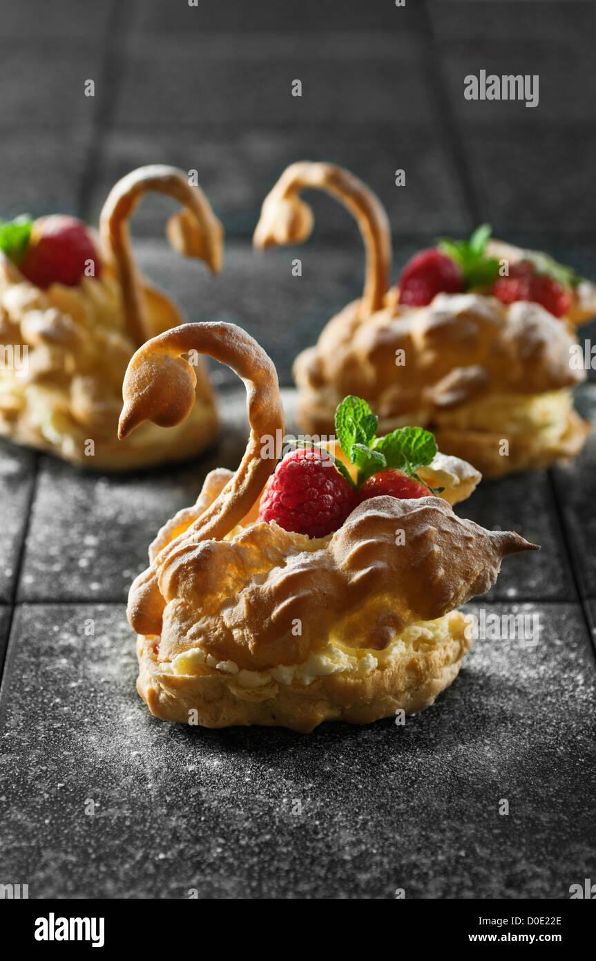 Pâte à Choux cygnes Cygnes en pâte feuilletée Photo Stock