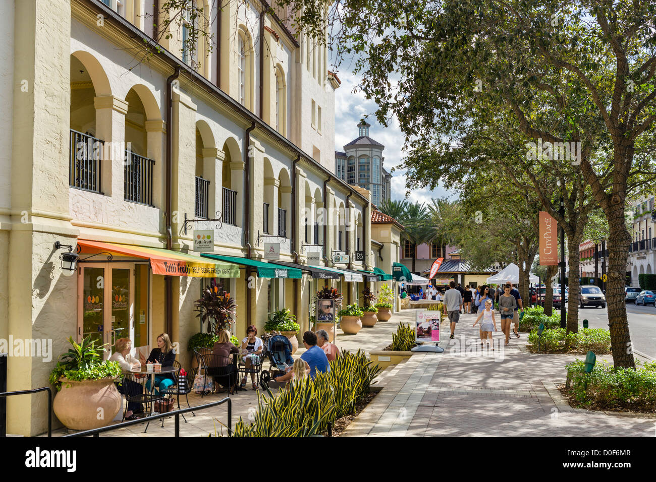 Café et boutiques le long du théâtre Harriet Himmel, Cityplace, Rosemary Sud Avenue, West Palm Beach, Photo Stock