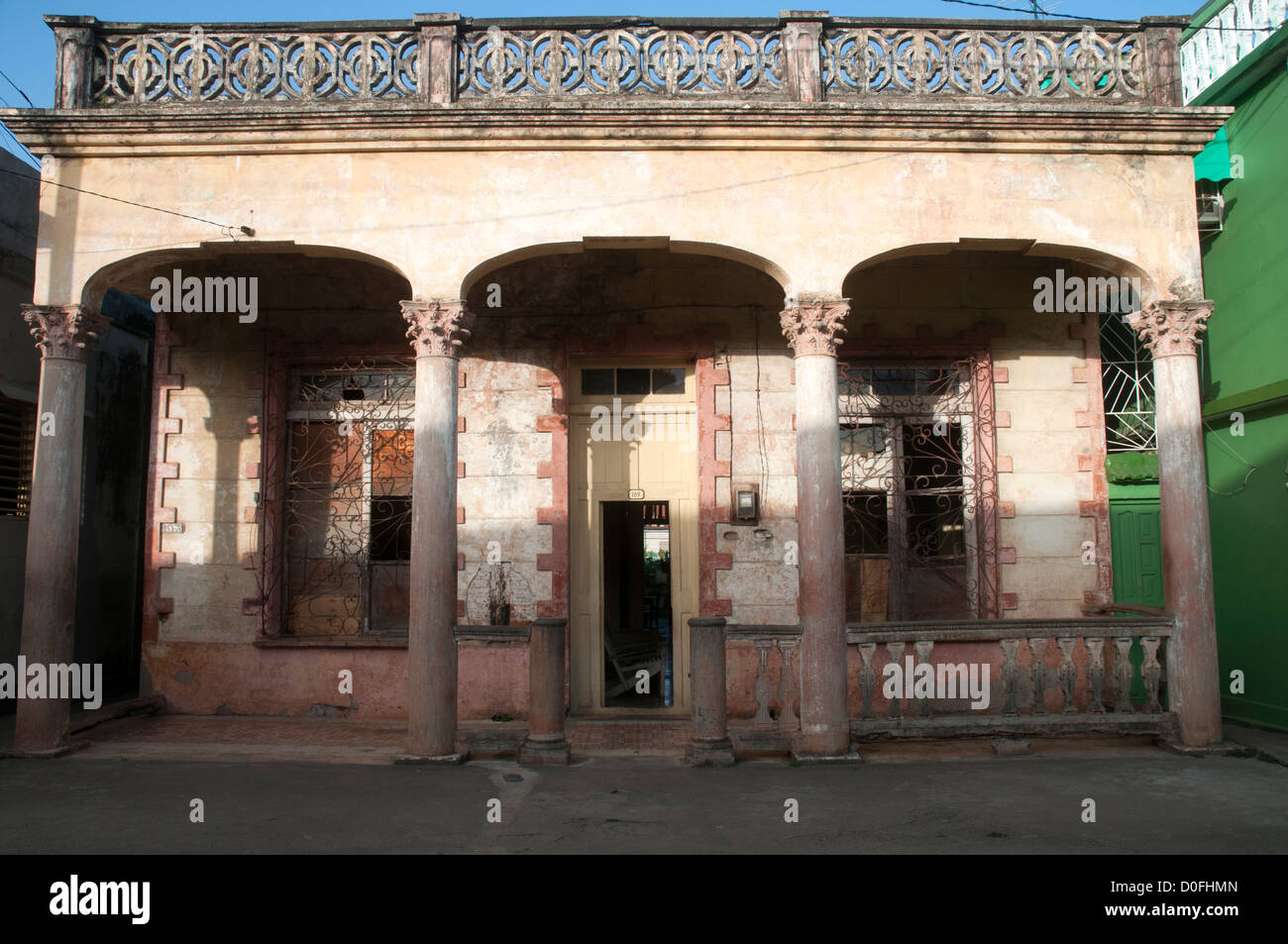 Chambre à La Havane Vieja avec le soleil. Photo Stock