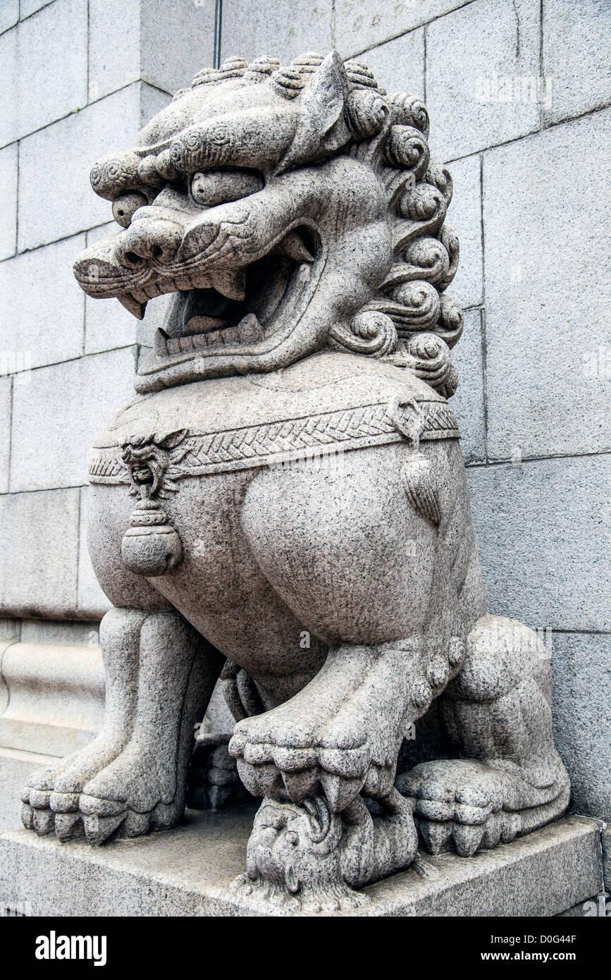 Lion gardien chinois situé à l'entrée de la Banque de Chine, Hong Kong, Chine Photo Stock