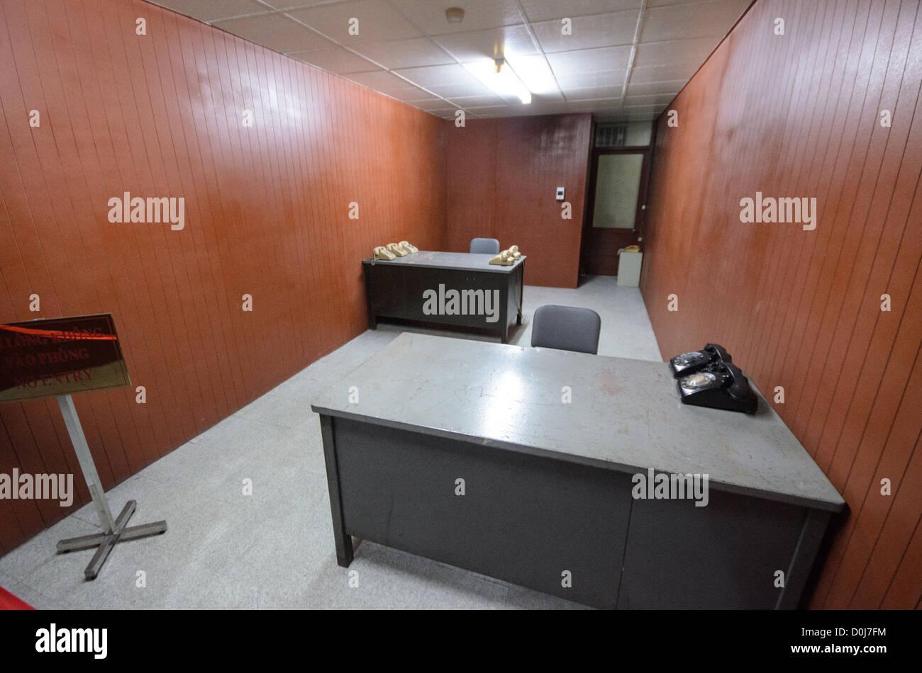 Bureaux vides pour sauver les meubles de bureau de base militaire