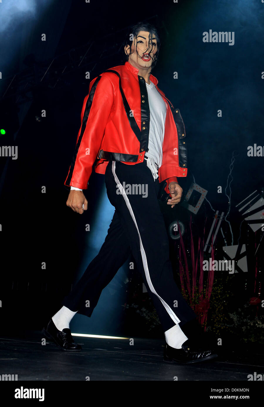 5f957a67708d0a Michael Jackson impersonator AFAN du 24e en noir   blanc l intérieur de la  partie