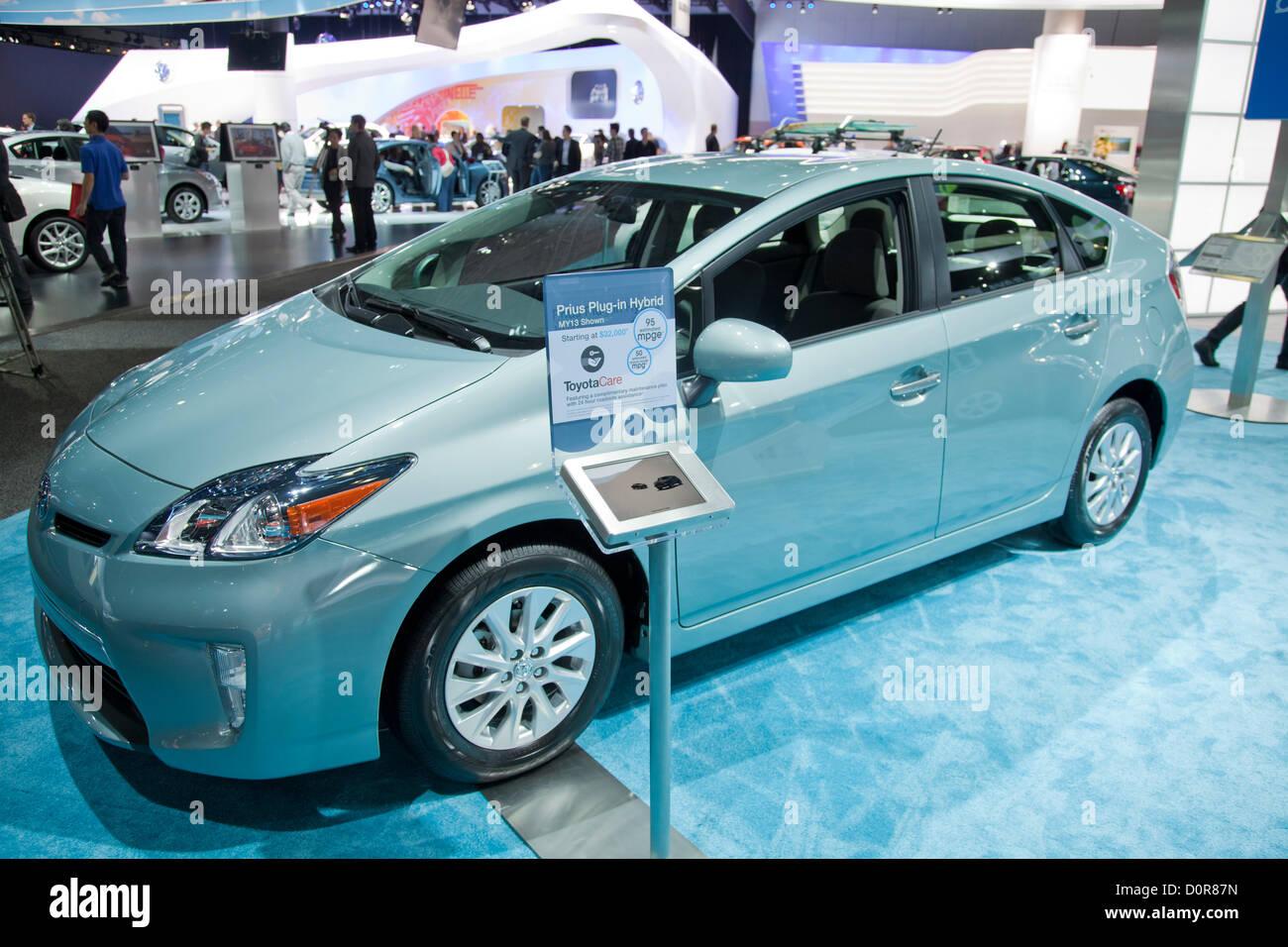 2013 Toyota Prius hybride. 2013 Nouvelles voitures vertes, électriques et hybrides sont en vedette à la Photo Stock
