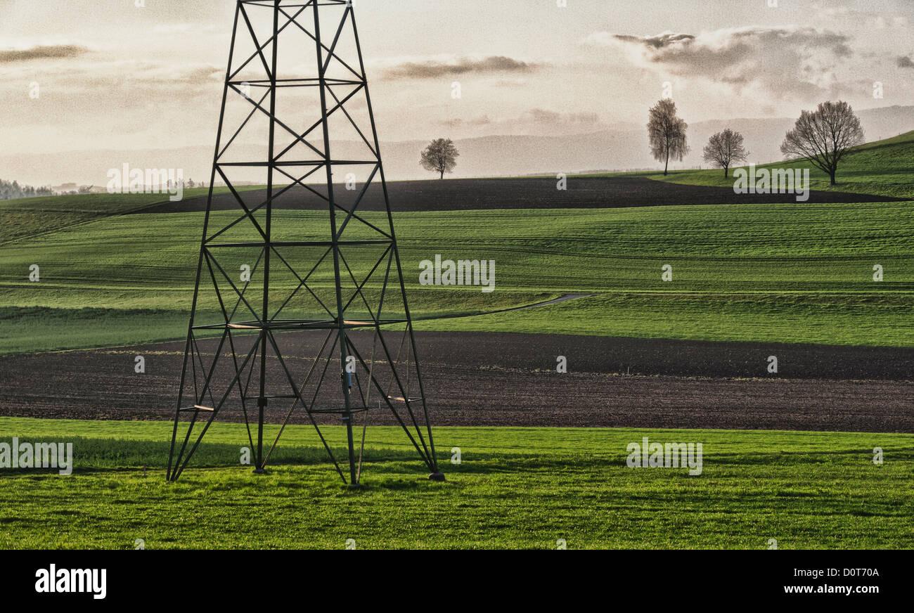 Domaine, l'électricité, la politique de l'énergie, des champs, des lignes électriques, Photo Stock