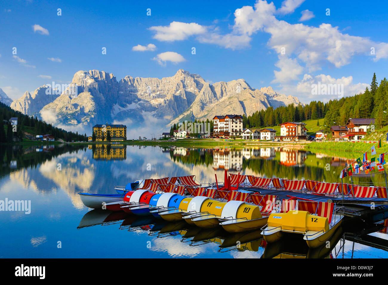 L'Italie, l'Europe, voyage, dolomite, Alpes, Missurina, Lac, pédalo, bateaux, nuages, montagnes, colorés, Photo Stock