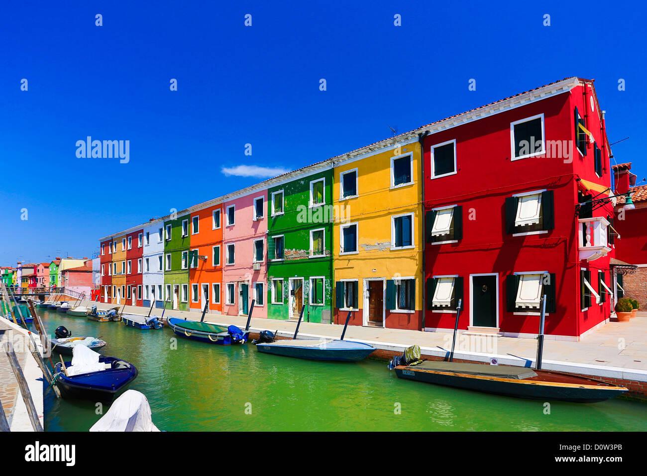 L'Italie, l'Europe, voyage, Burano, architecture, bateau, canal, colorées, couleurs, tourisme, Venise Photo Stock