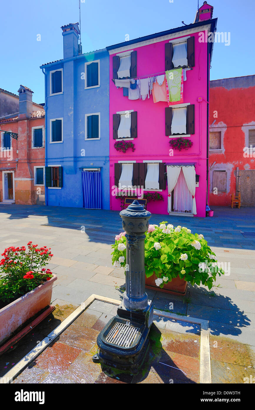 L'Italie, l'Europe, voyage, Burano, architecture, colorées, couleurs, tourisme, Venise, fontaine Photo Stock