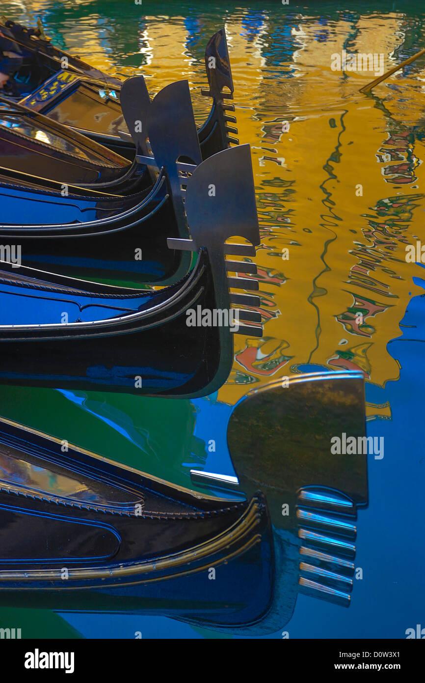 L'Italie, l'Europe, voyage, Venise, gondoles, architecture, couleurs, coloré, gondole, gondoles, image, Photo Stock