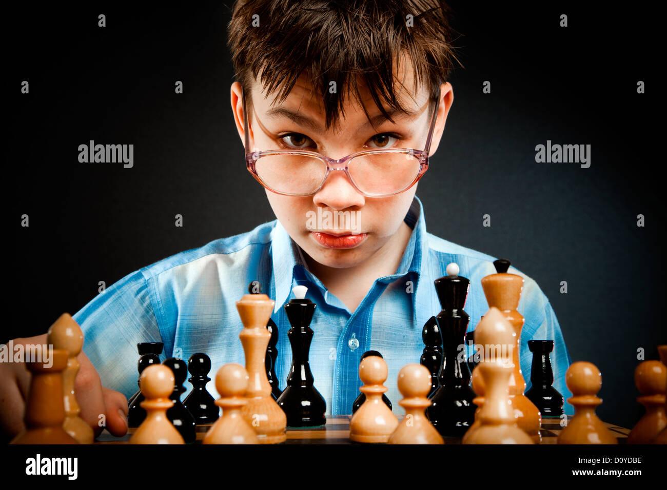 Wunderkind jouer aux échecs Banque D'Images