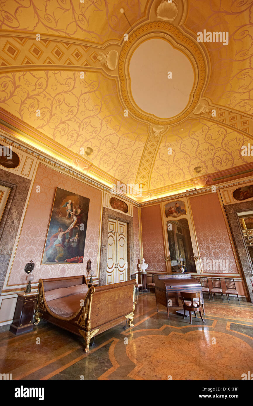 La Chambre à Coucher De Ferdinand II. Les Rois De Naples Palais Royal De  Caserte, Italie. Site Du Patrimoine Mondial De Lu0027UNESCO