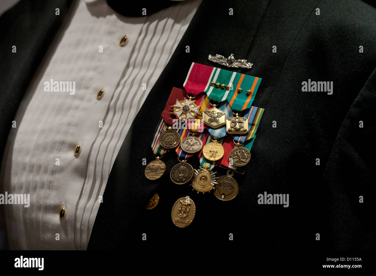 Nous femmes Premier maître de la marine de l'uniforme de dîner avec des médailles Photo Stock