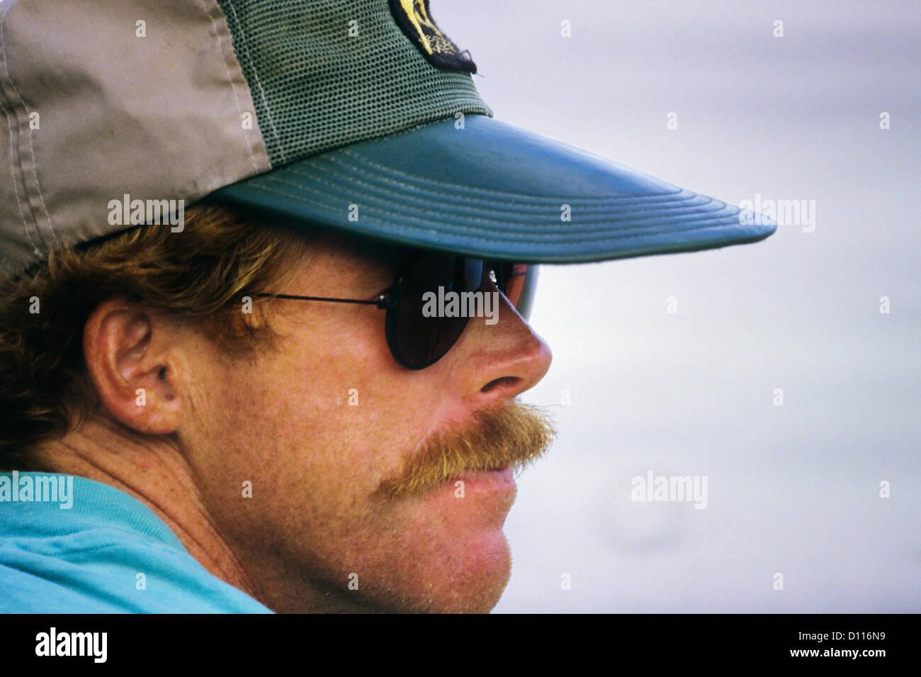 Portant Portrait Profil D'un Des 1980 De Homme Lunettes Soleil qCdPXw