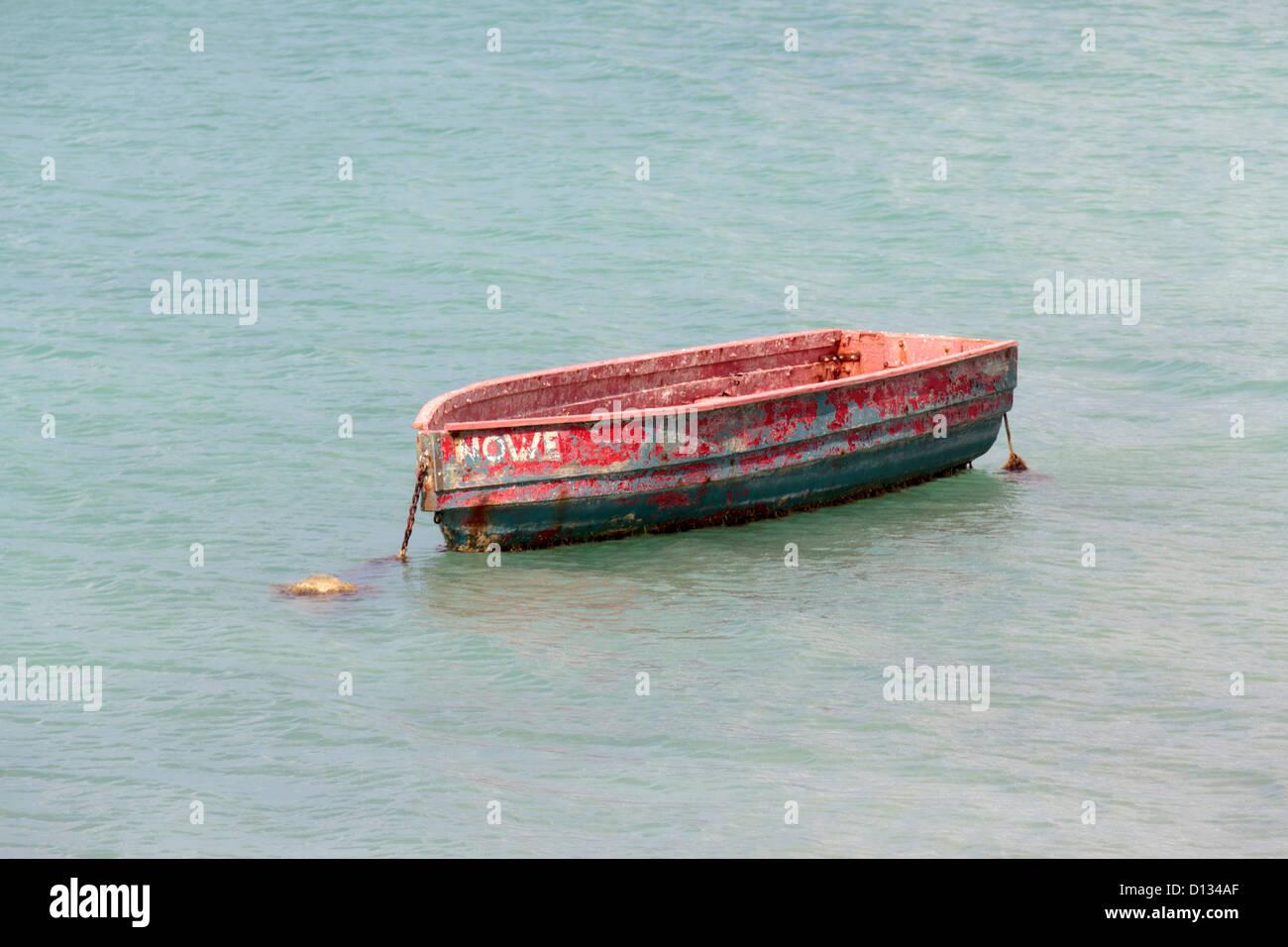 Petit bateau à rames vieillies Paarden Baai Oranjestad Aruba Photo Stock