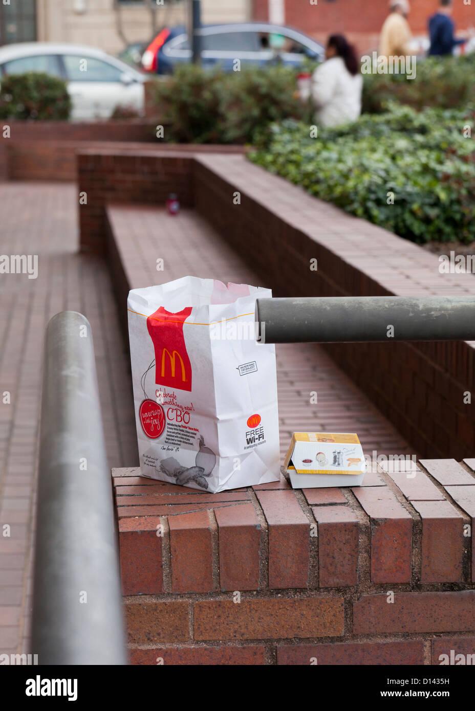 Mcdonald's sac pour emporter au rebut Photo Stock