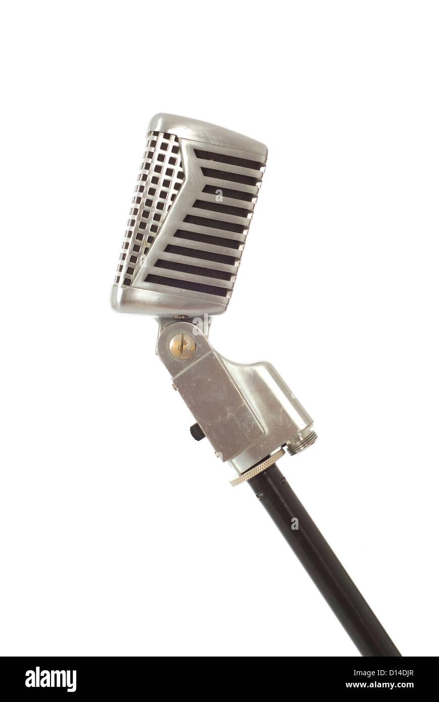 Enregistrement vintage, annonçant ou le chant microphone isolated on white Photo Stock