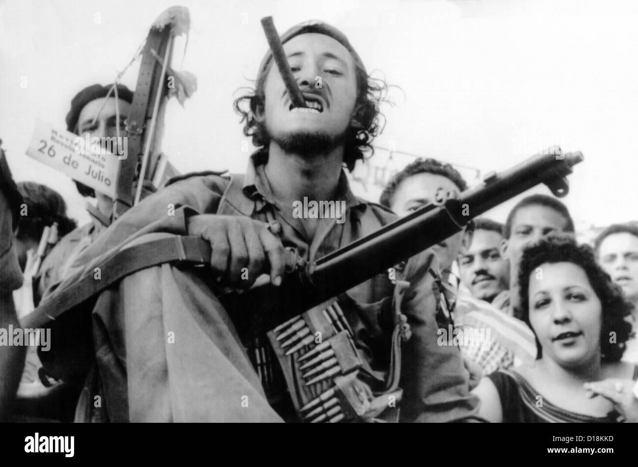 Soldat de la guérilla entre dans la Havane avec Castro's forces rebelles victorieux, le 8 janvier 1959. Photo Stock