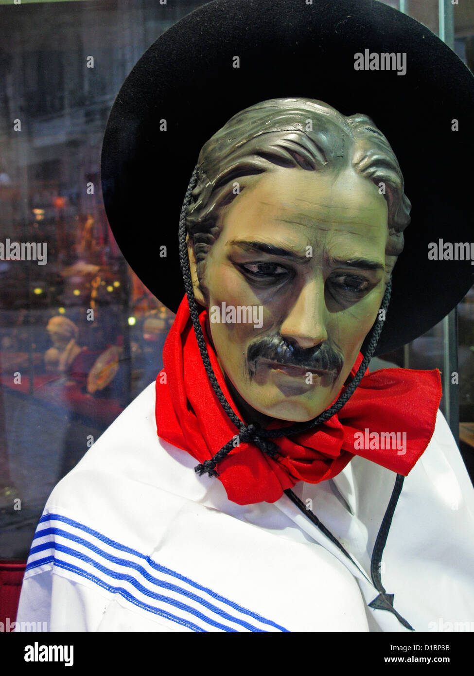 Un modèle de personnage Gaucho dans une vitrine à Montevideo, Uruguay, Amérique du Sud Photo Stock