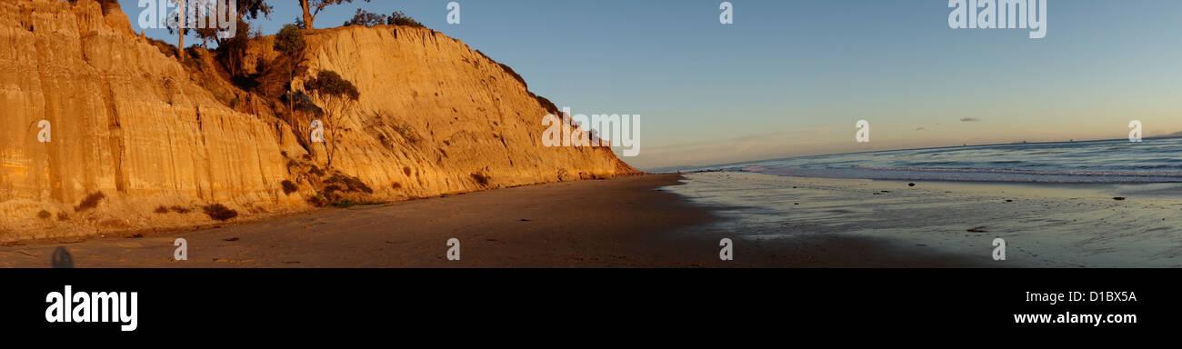 Vue panoramique sur les falaises de grès et de la plage dans le sud du comté 58ca51c54da8