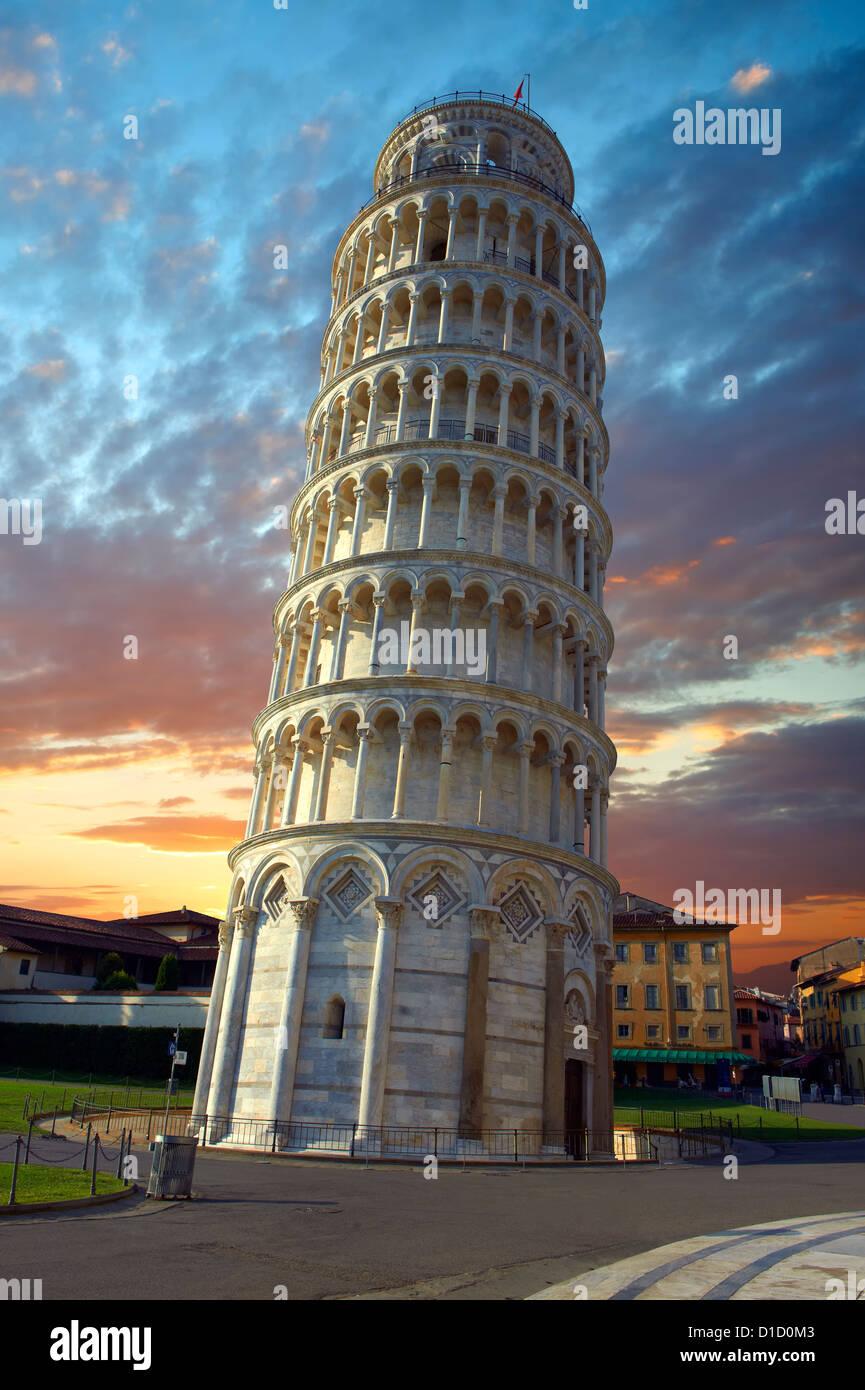 La Tour Penchée de Pise au coucher du soleil, de l'Italie Banque D'Images