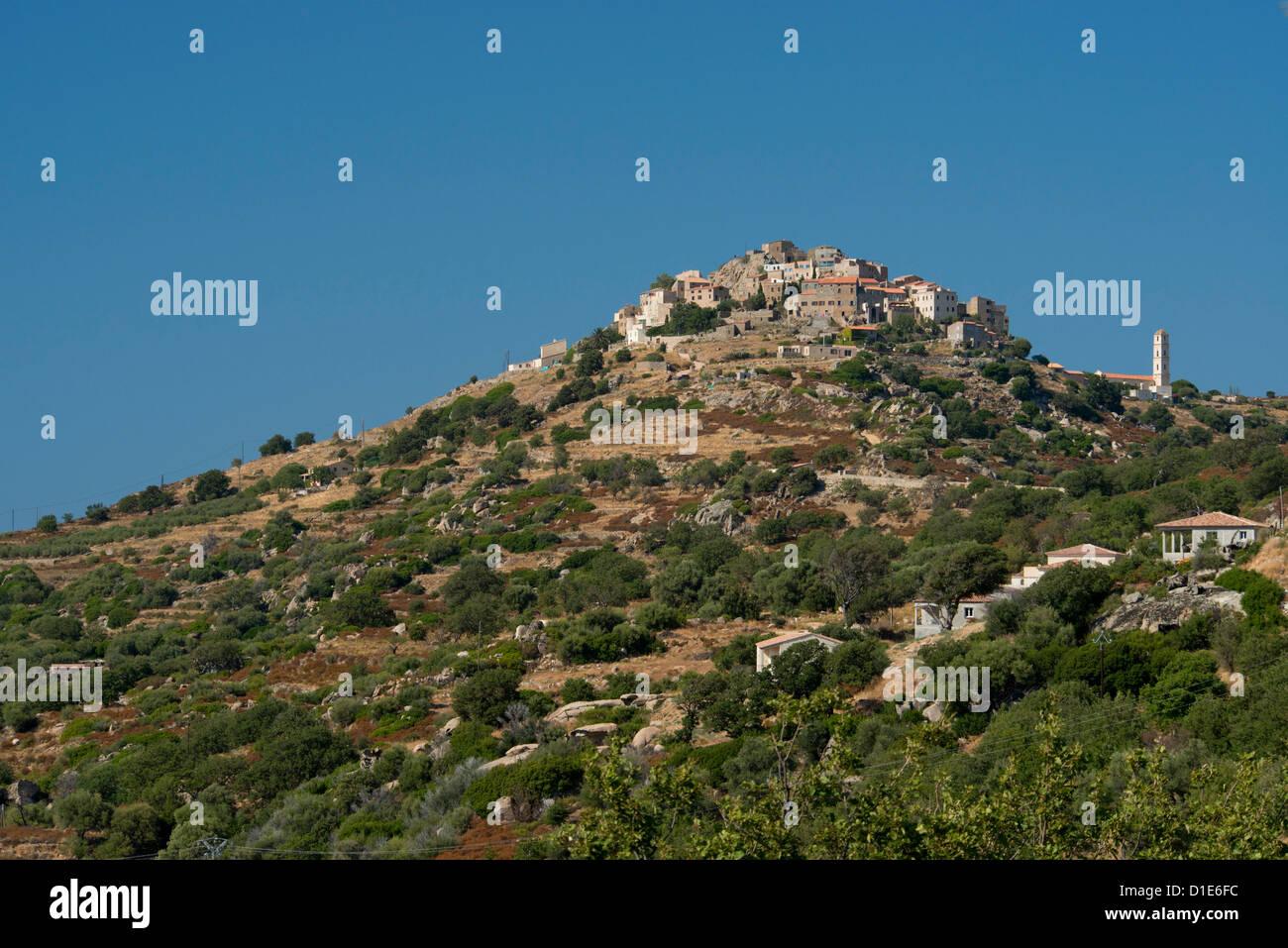 Le village perché de Saint Antonino dans la Haute-Balagne région Corse, France, Europe Photo Stock
