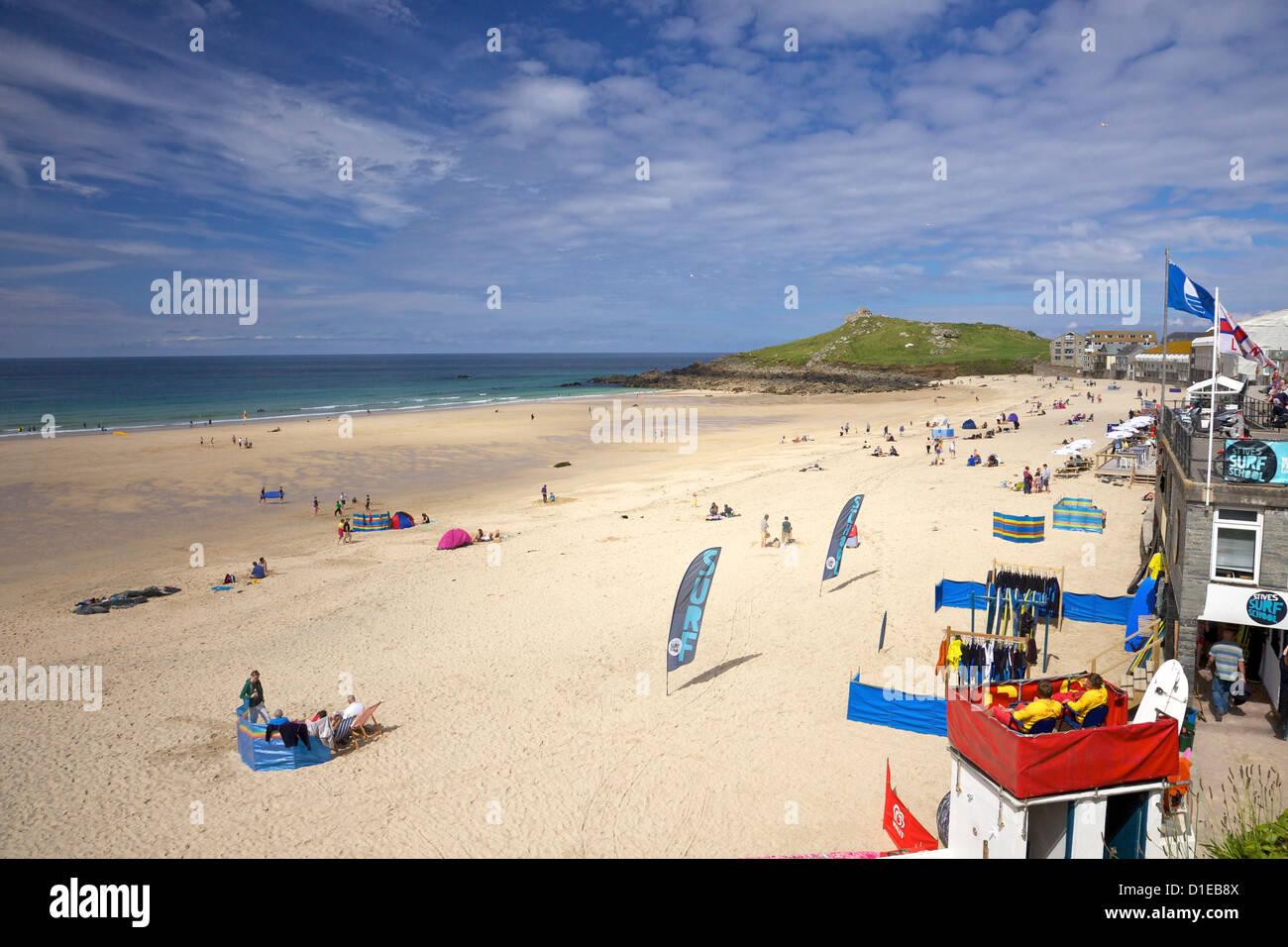 Soleil d'été sur la plage de Perran, St Ives, Cornwall, Angleterre, Royaume-Uni, Europe Banque D'Images