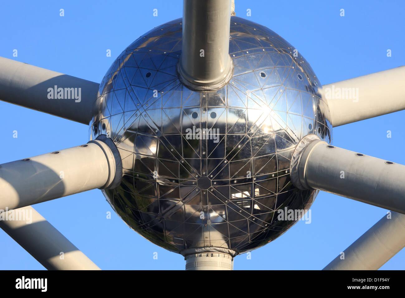 L'une des sphères de l'Atomium à Bruxelles, Belgique Banque D'Images