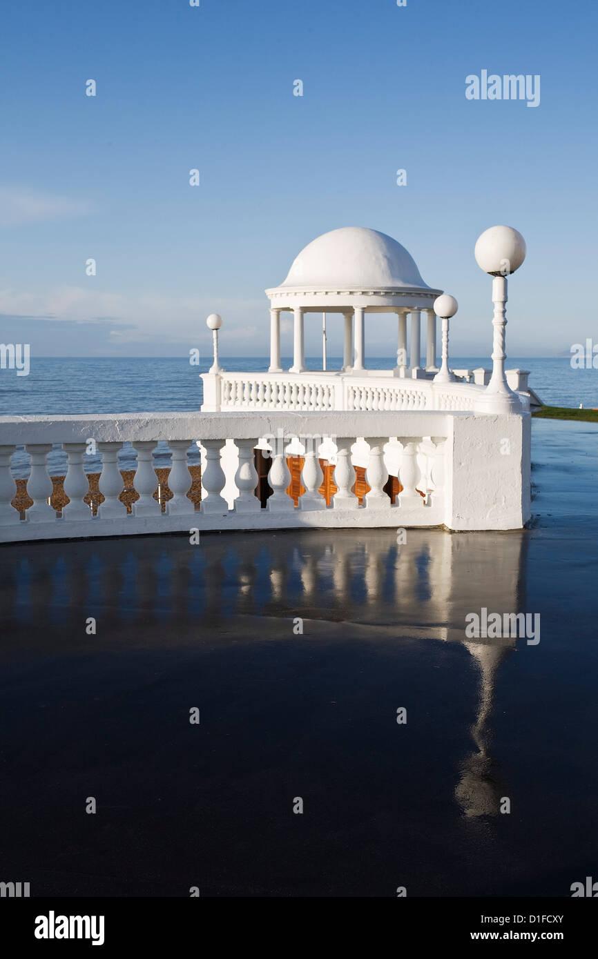 Par Colonnades De La Warr Pavilion et le front, Bexhill-on-Sea, East Sussex, Angleterre, Royaume-Uni, Europe Photo Stock