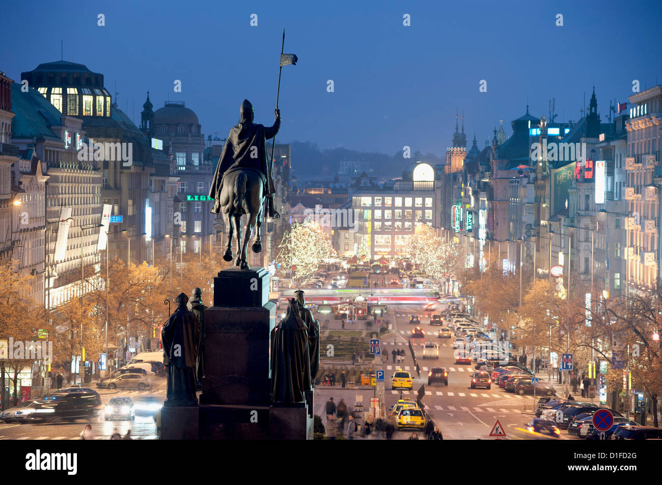 Statue de Saint Venceslas et de la Place Venceslas, au crépuscule, Nove mesto, Prague, République Tchèque, Photo Stock