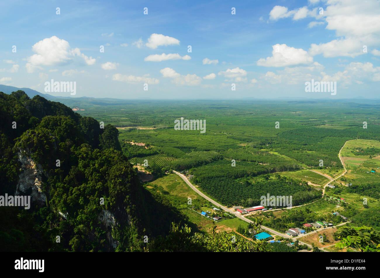 Vue du haut de Tiger Cave Temple (Wat Tham Suea), province de Krabi, Thaïlande, Asie du Sud, Asie Photo Stock