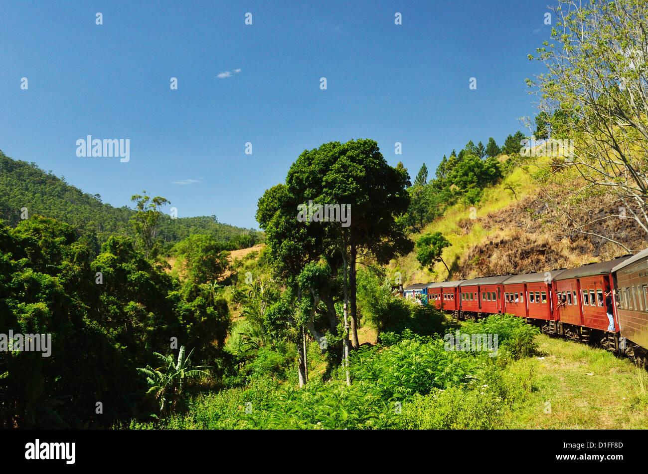 Vue du train, hauts plateaux du centre, le Sri Lanka, l'Asie Photo Stock