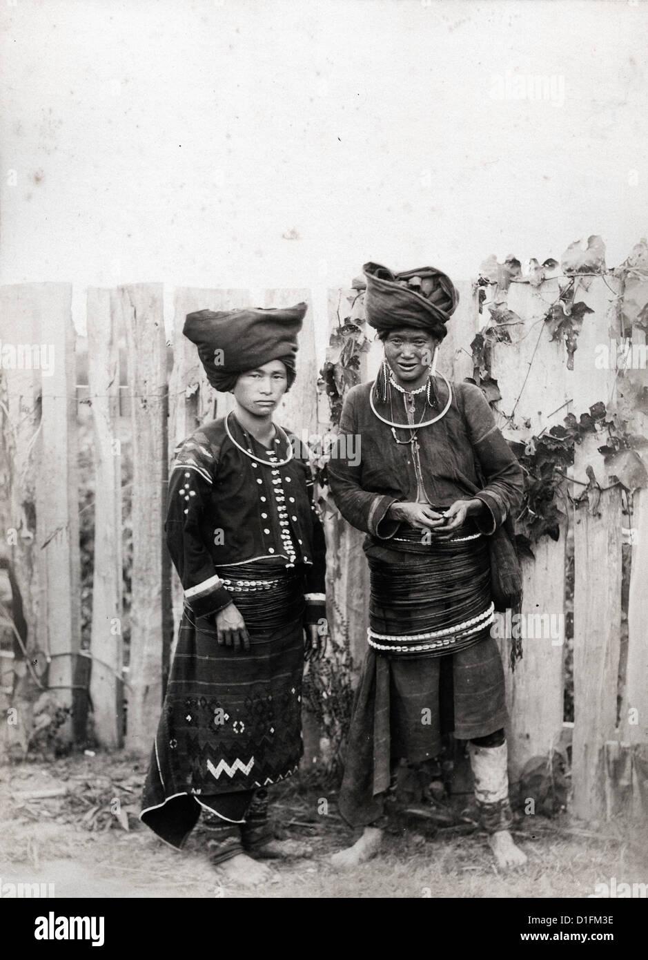 Les femmes de Kachin, Birmanie, ca 1889, par Felice Beato Photo Stock
