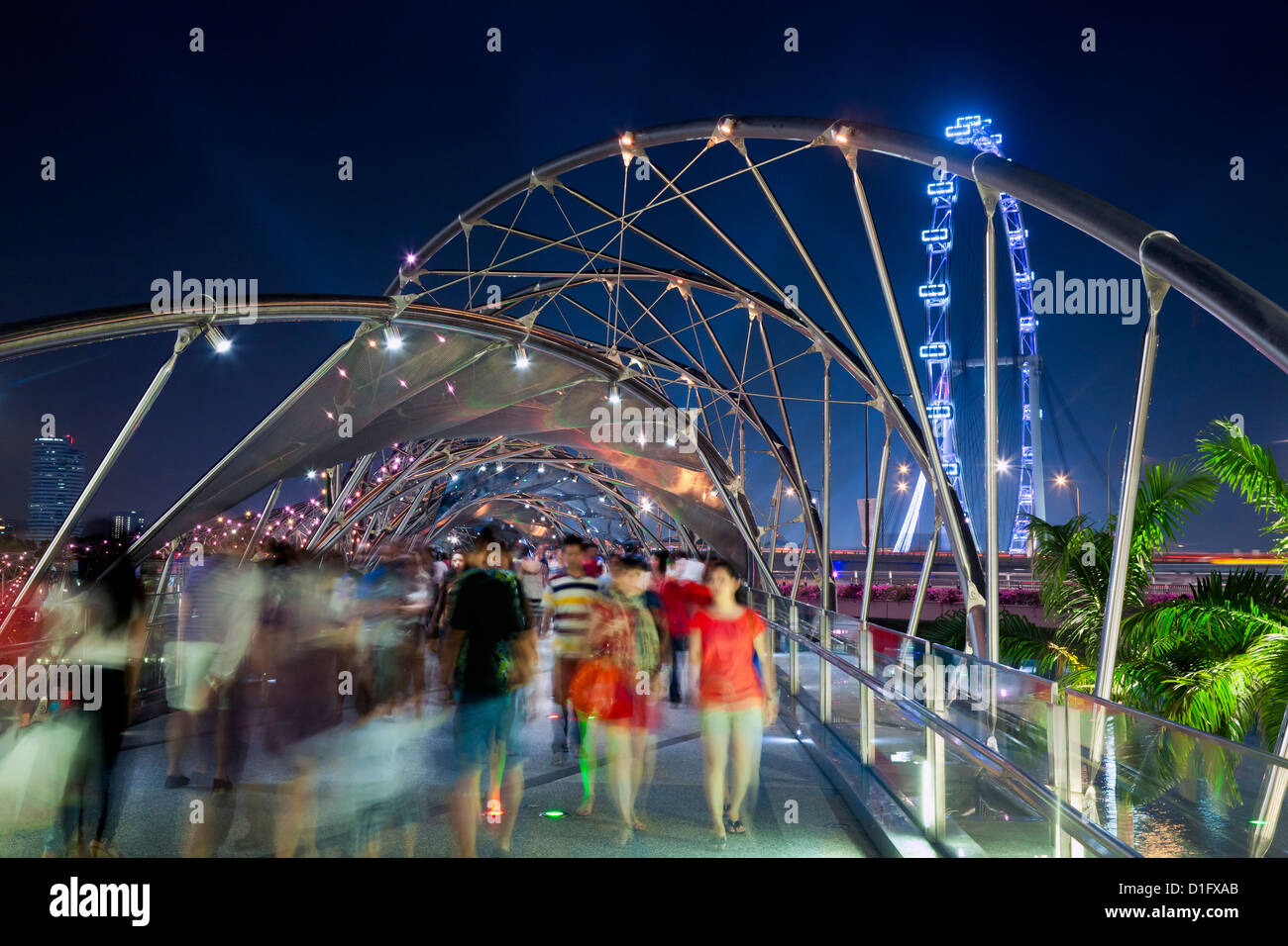 L'Helix bridge à Marina Bay et Singapore Flyer, Singapour, en Asie du Sud-Est, l'Asie Photo Stock