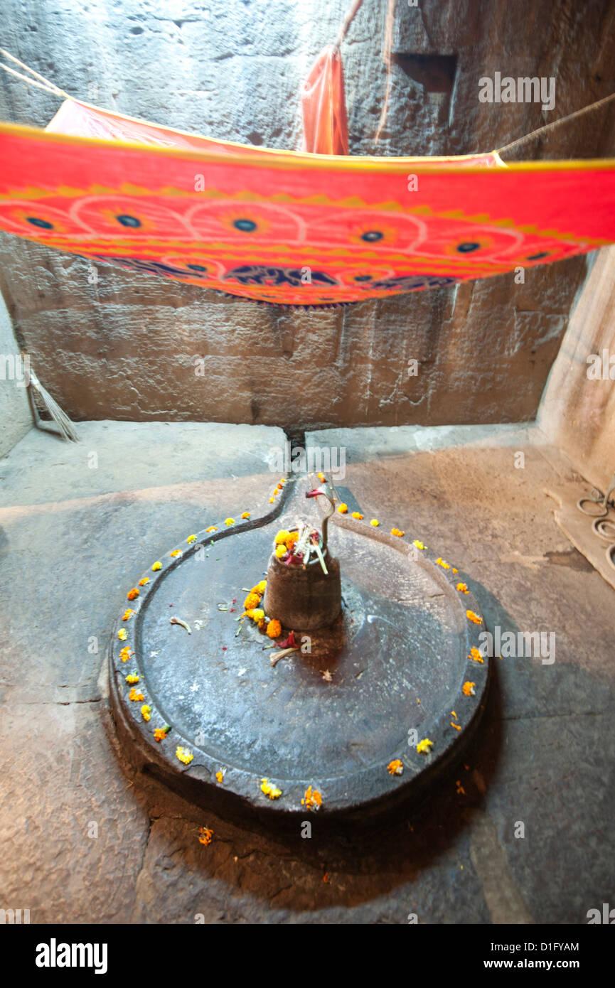 Shiva lingum et yoni, symbole de la déesse Shakti dans le temple Parasurameswar, Bhubaneshwar, Orissa, Inde Photo Stock