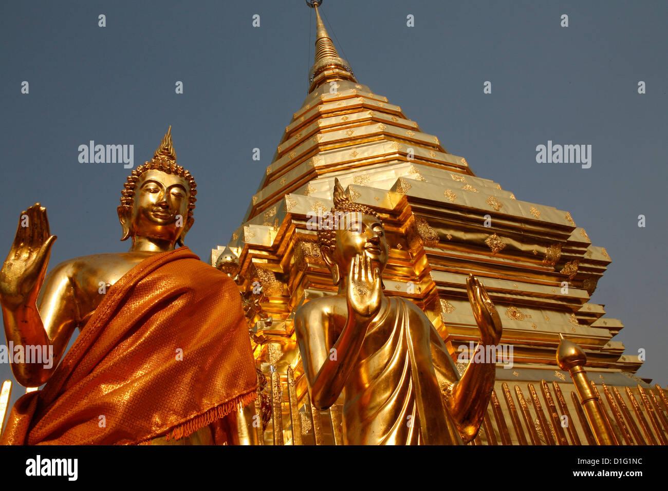 Des statues et chedi dans le temple Doi Suthep, Chiang Mai, Thaïlande, Asie du Sud-Est, Asie Photo Stock
