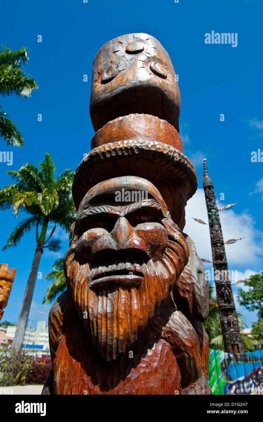 Sculpture sur bois traditionnelle à Nouméa, Nouvelle-Calédonie, en Mélanésie, le Pacifique Photo Stock
