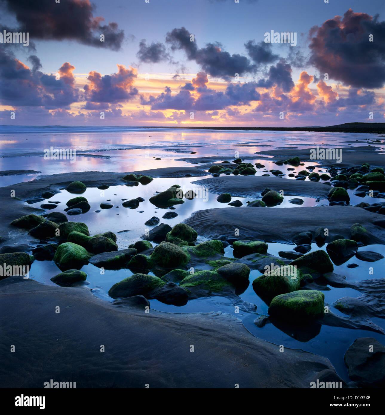 Coucher de soleil sur la piscine rock, Strandhill, Comté de Sligo, Connacht, République d'Irlande, Photo Stock
