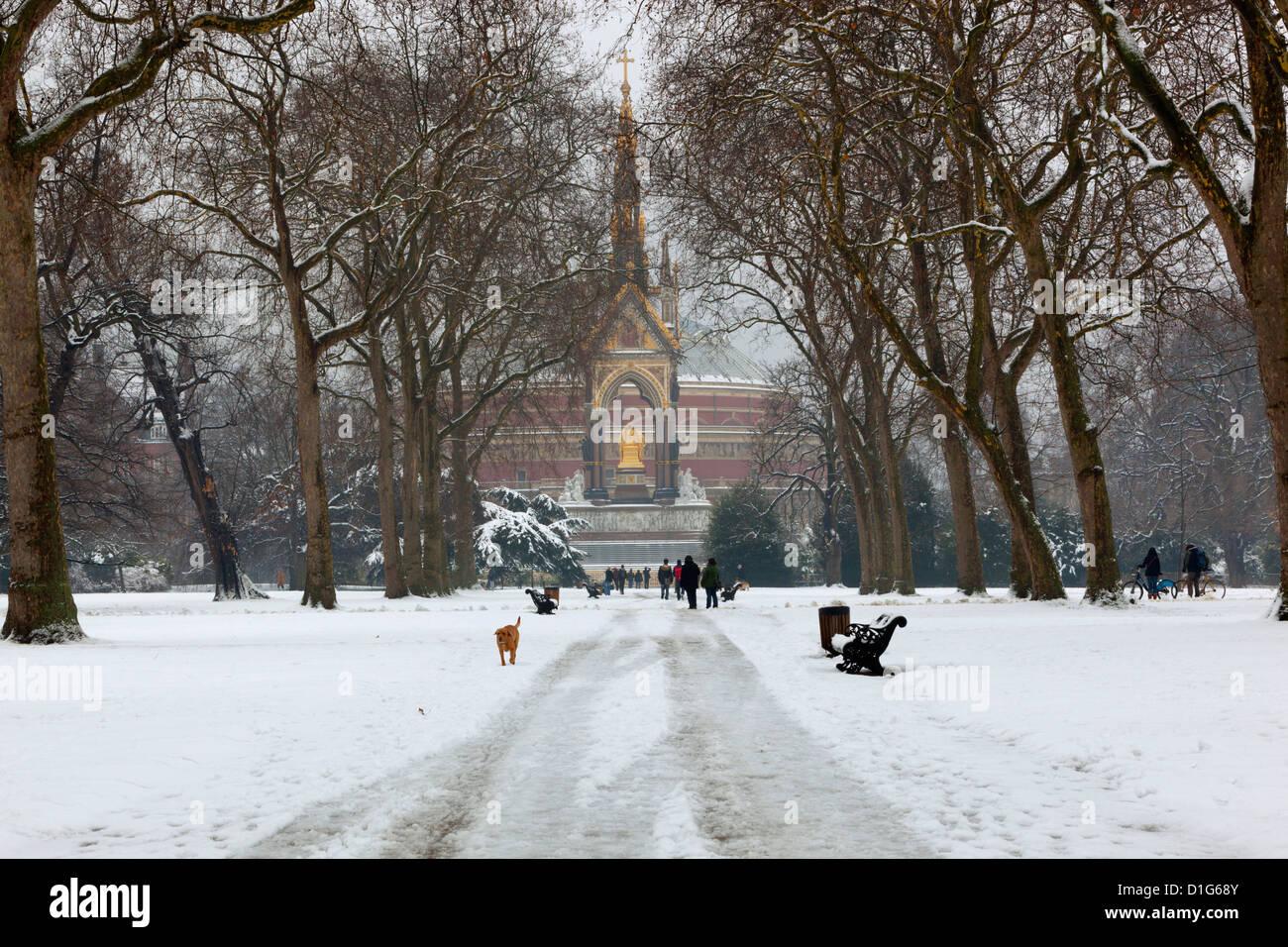 Le Albert Memorial et le Royal Albert Hall en hiver, les jardins de Kensington, Londres, Angleterre, Royaume-Uni, Photo Stock