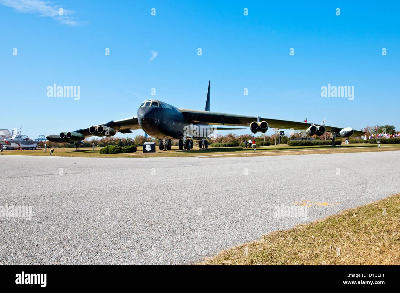 B-52 Stratofortress 'Calamity Jane'in avant,Battleship Memorial Park, Mobile, Alabama Banque D'Images