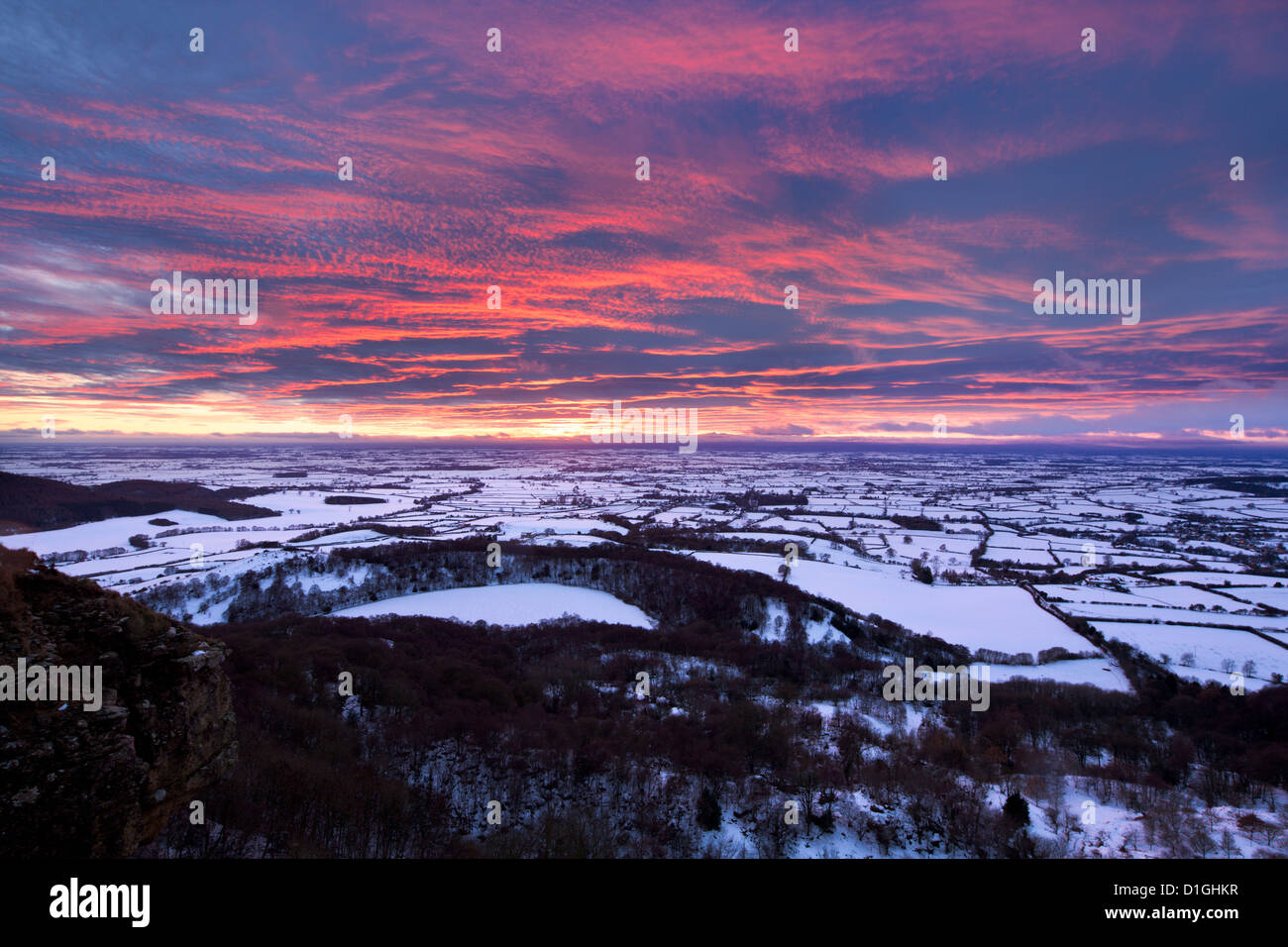 Fiery sunset over a Gormire couvertes de neige Lake, North Yorkshire, Yorkshire, Angleterre, Royaume-Uni, Europe Photo Stock