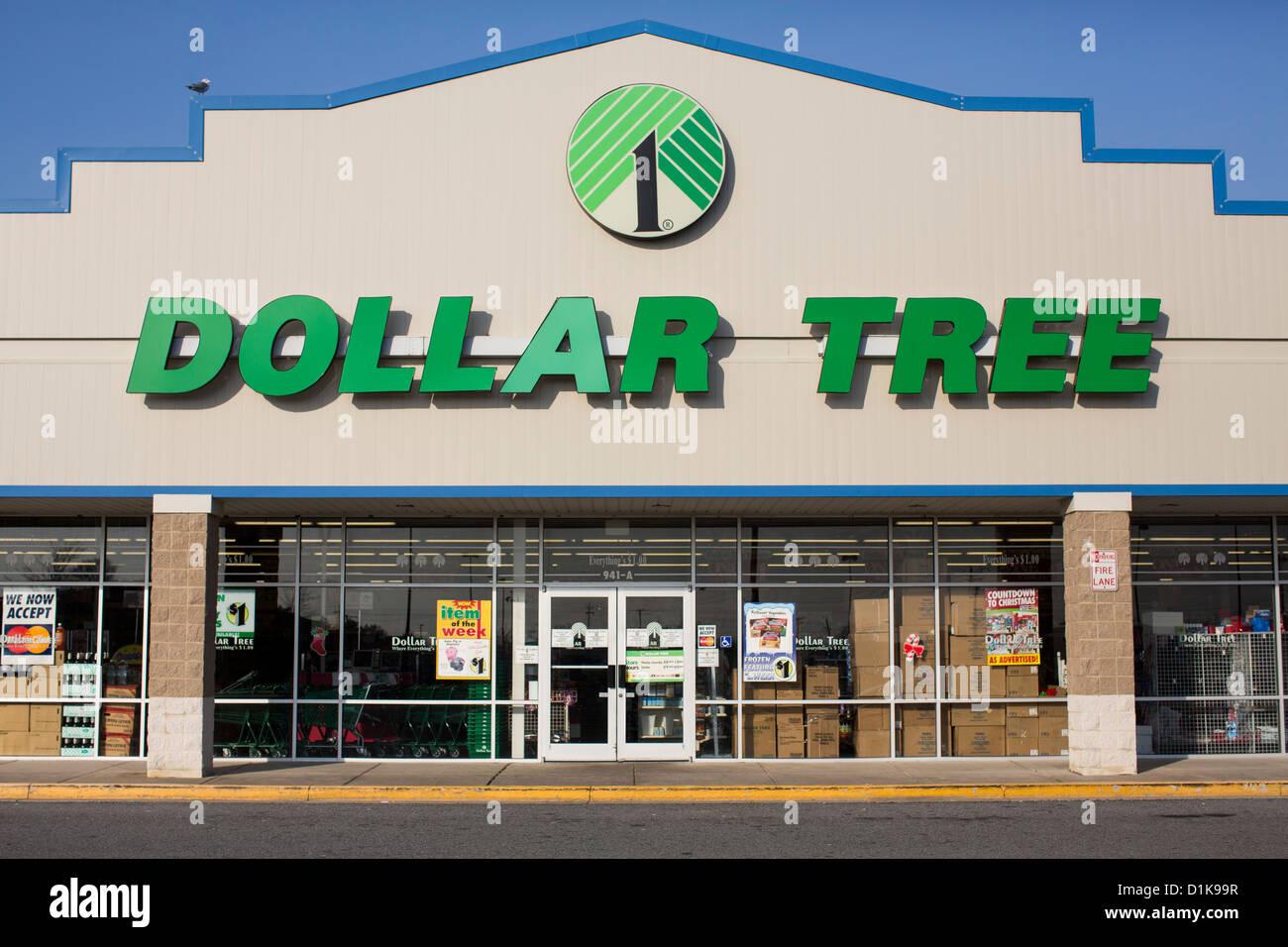 Un Dollar Tree, magasin de vente au détail. Photo Stock