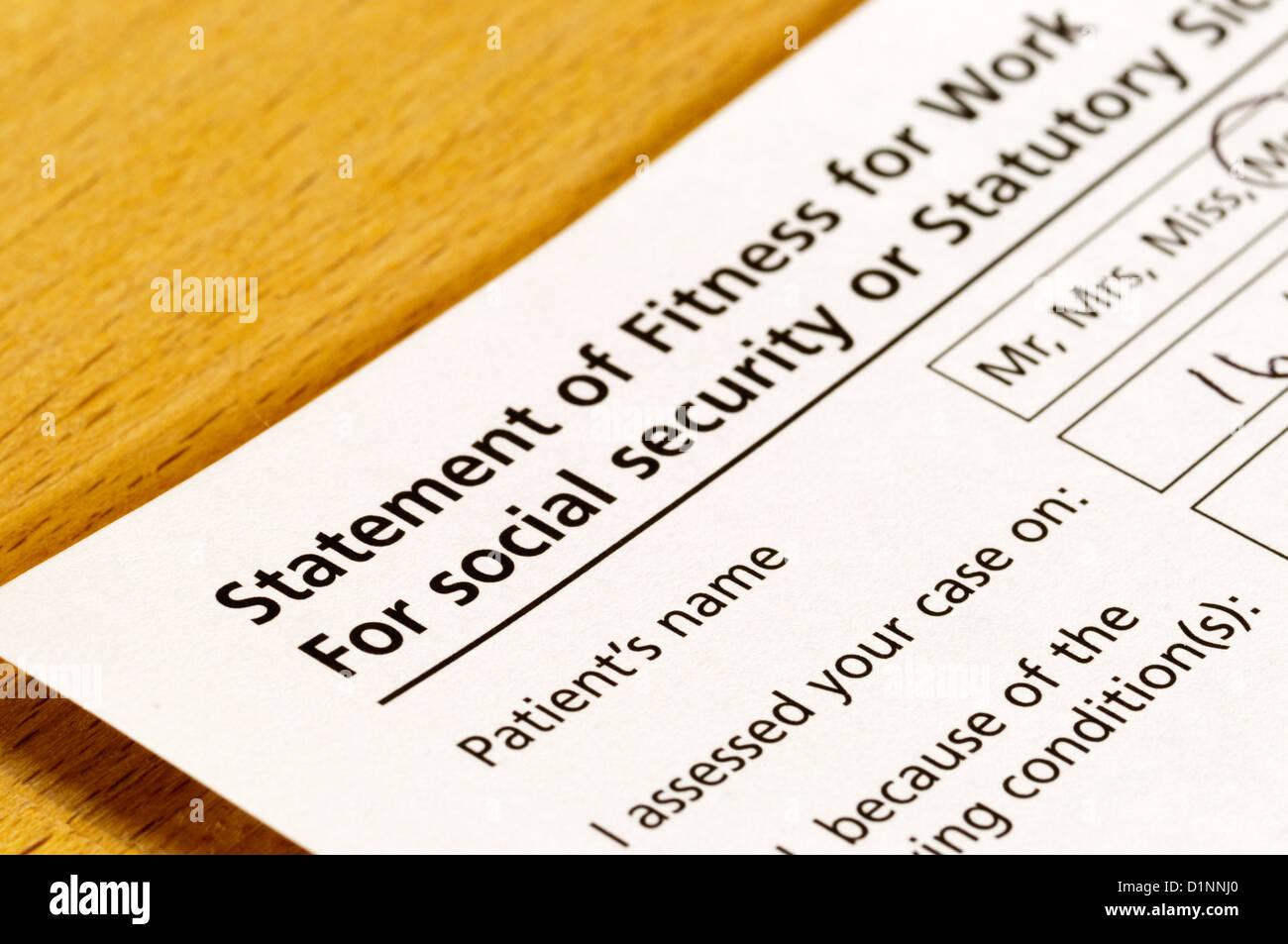 Un certificat du médecin Signature quelqu'un arrêt de travail. Photo Stock