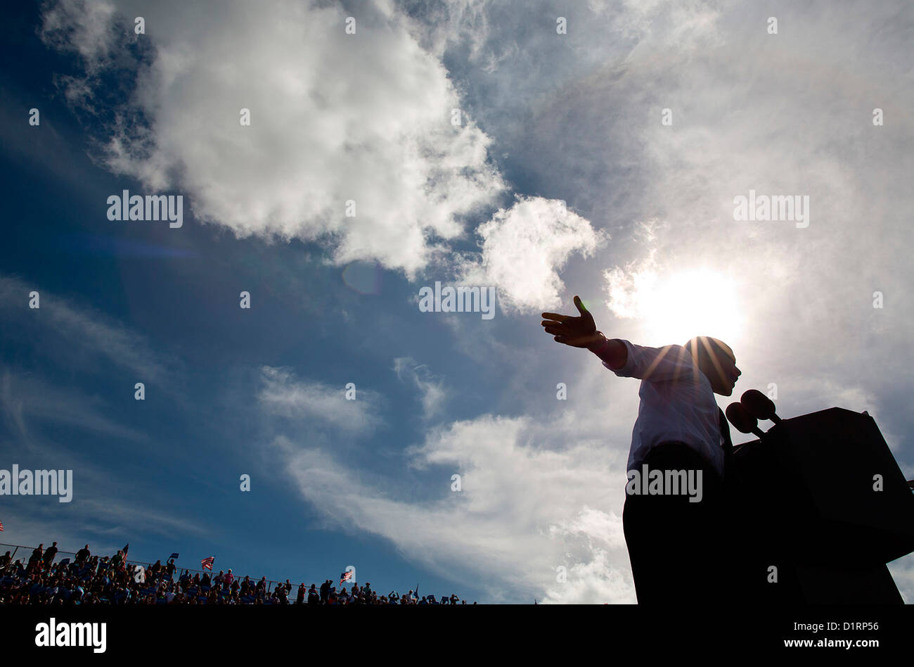 Le président américain Barack Obama aborde une foule pendant une campagne électorale, le 23 octobre 2012 rassemblement Banque D'Images