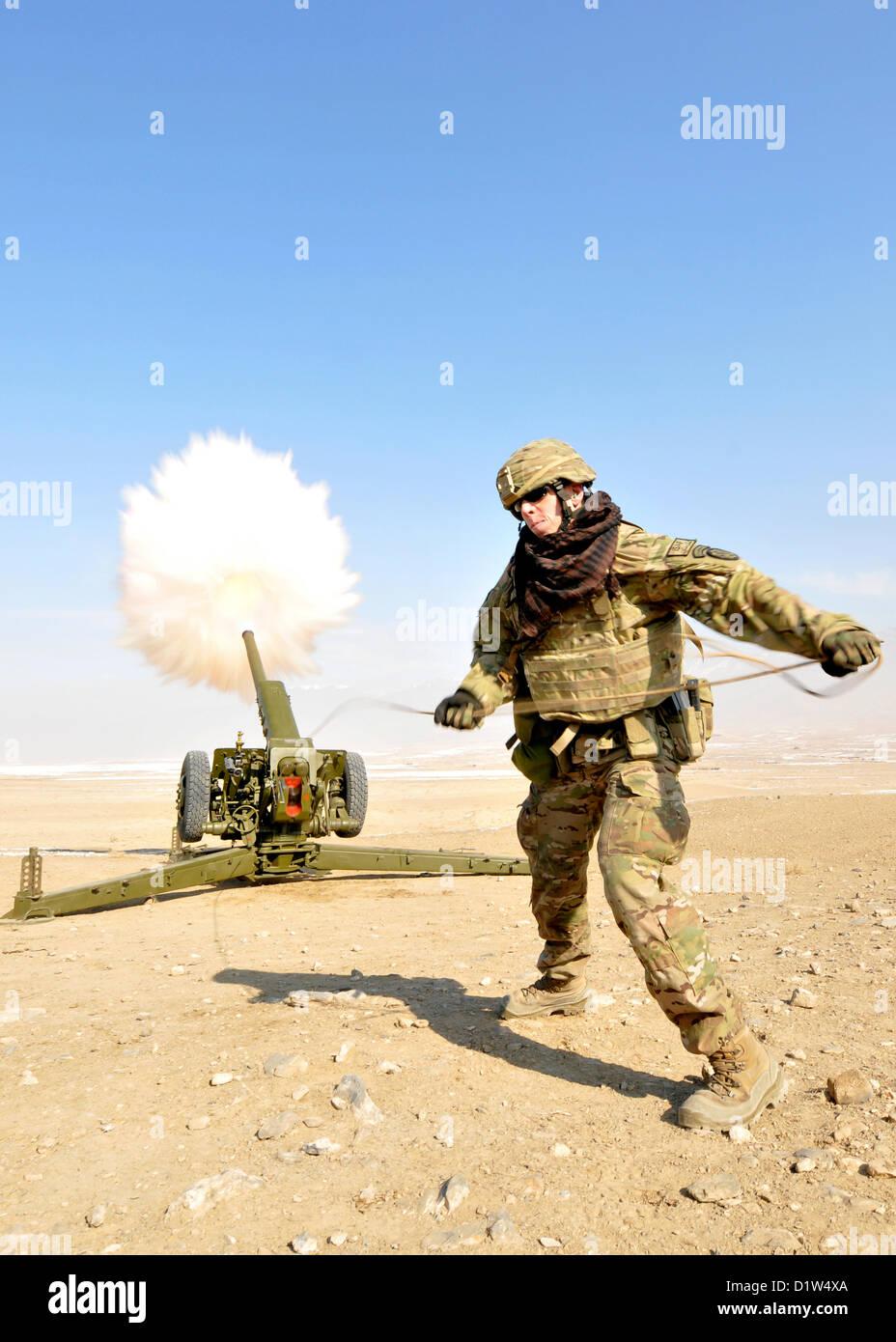Un membre de service affecté à la formation de l'OTAN Mission-Afghanistan à Camp Eggers, Kaboul, Photo Stock