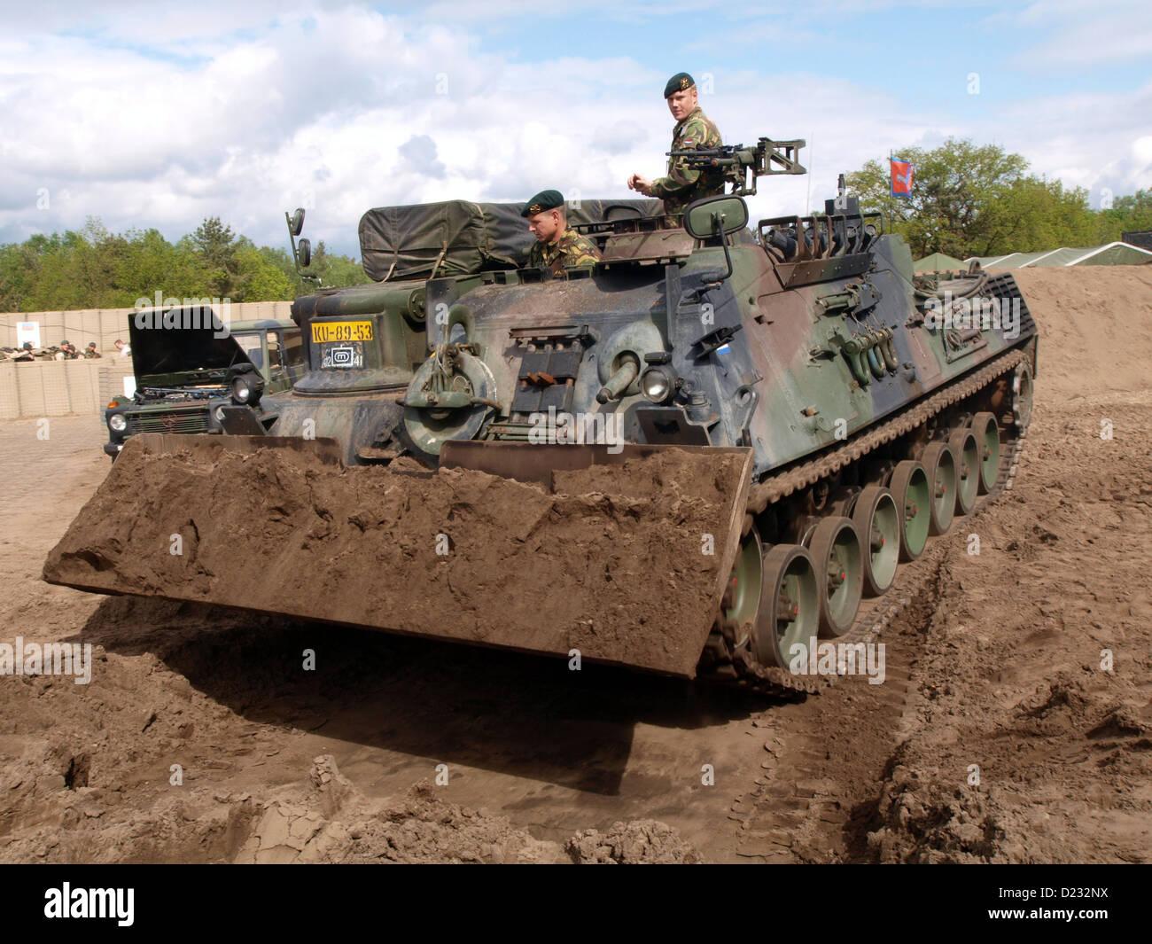 Portes Ouvertes 2012 de l'armée dans les Pays-Bas Oirschot, Leopard 1 réservoir d'ARV Banque D'Images