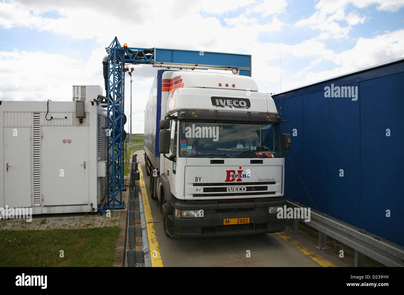 Koroszczyn, la Pologne, la charge d'un camion est numérisé Photo Stock