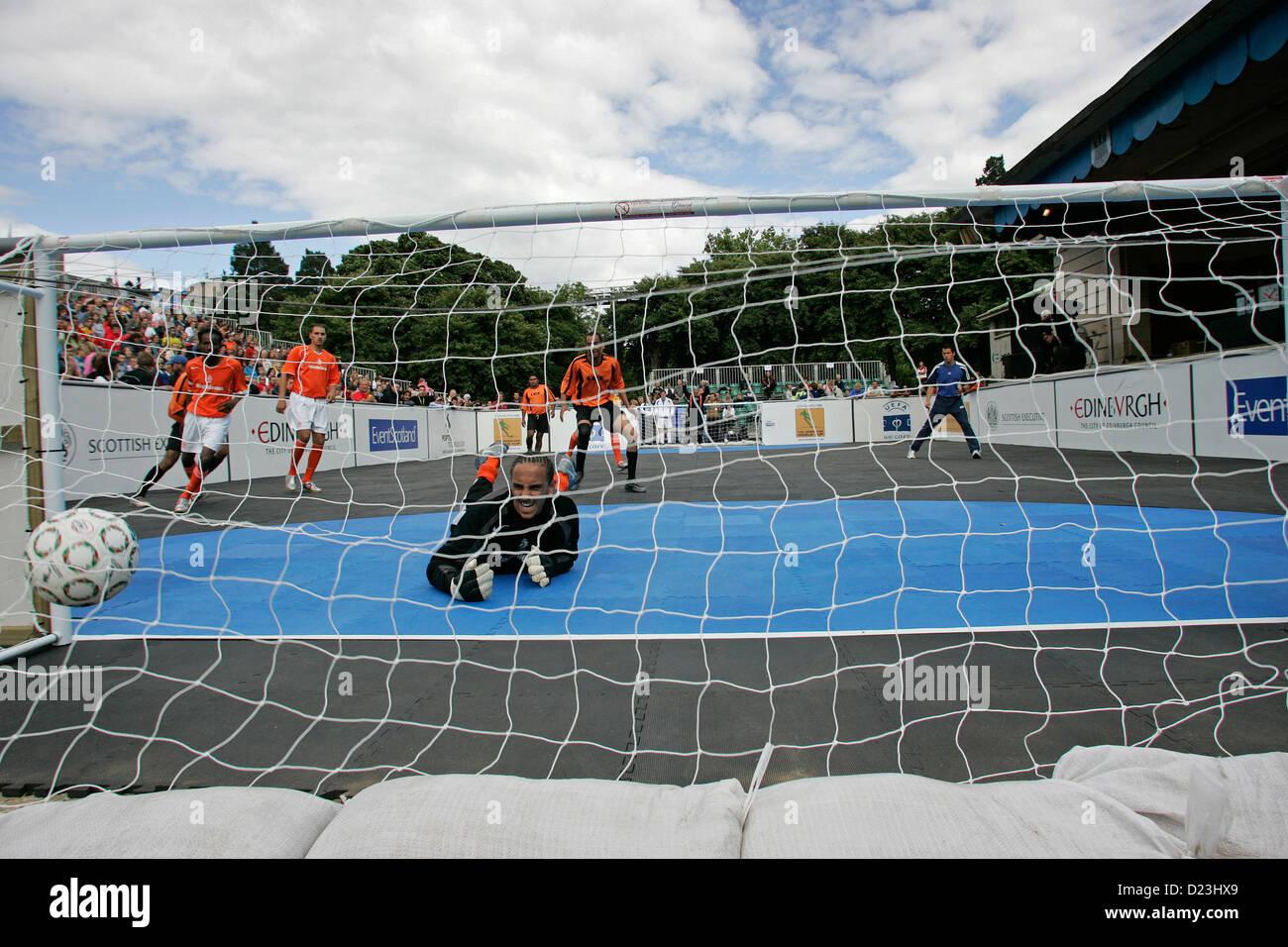 Holland c. le Brésil à la Coupe du Monde des sans-abri tournoi de football qui a eu lieu à Édimbourg, Photo Stock