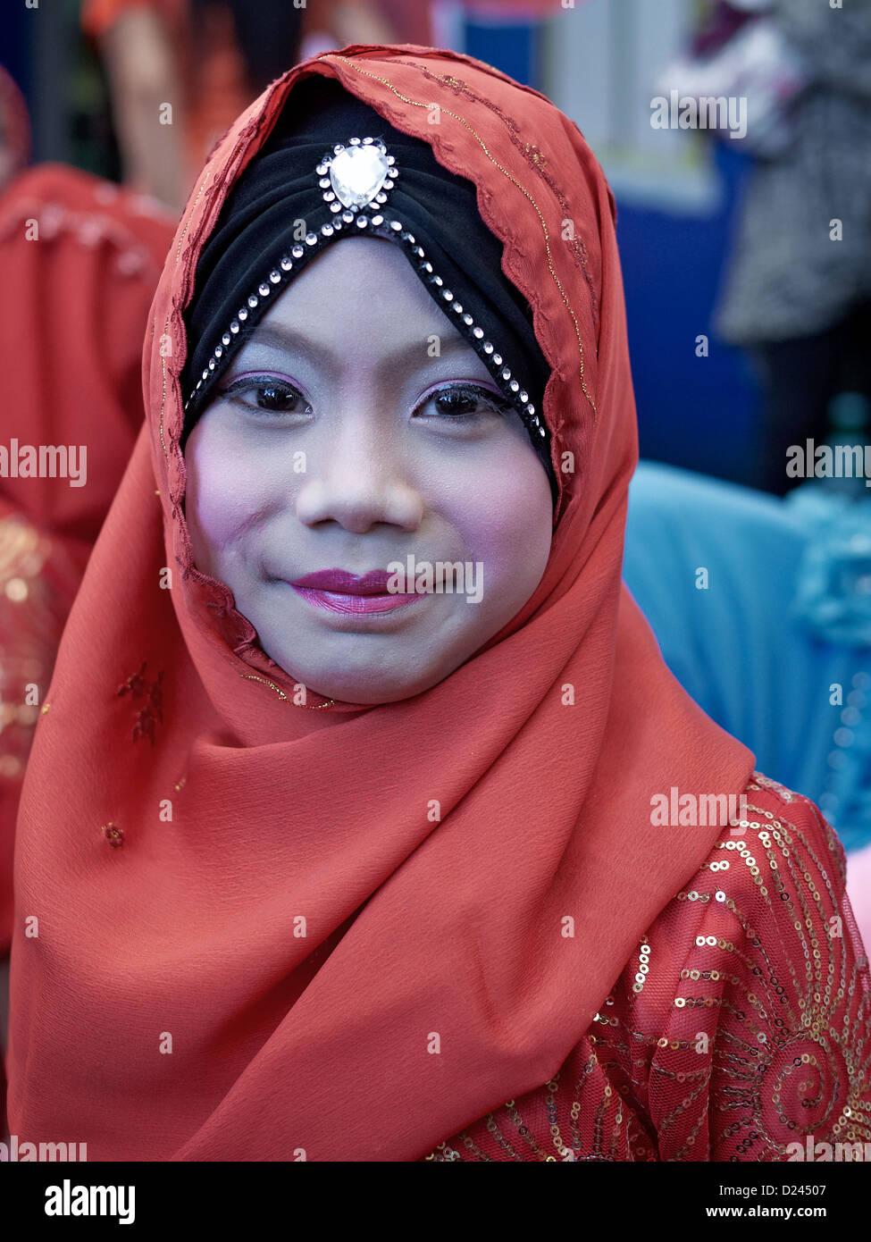 Portrait D Une Jeune Fille Musulmane De Thailande Portant Un Foulard Hijab Ou Khimar Thailande S E Asie Photo Stock Alamy
